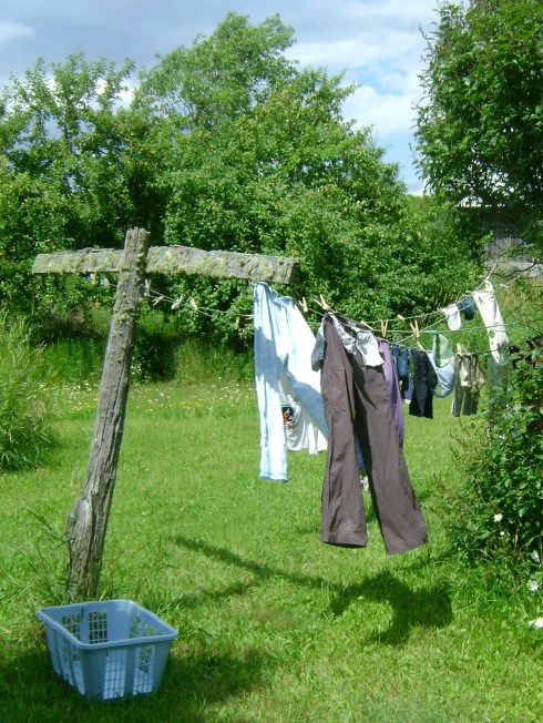 Catherine's laundry drying outside (thanks for letting me take the pictures, Catherine!)